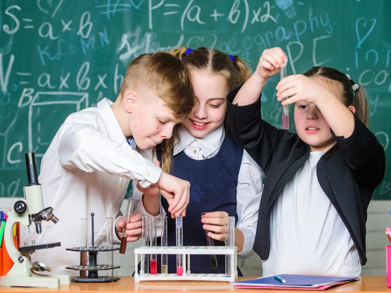 Bambini sperimenti chimici